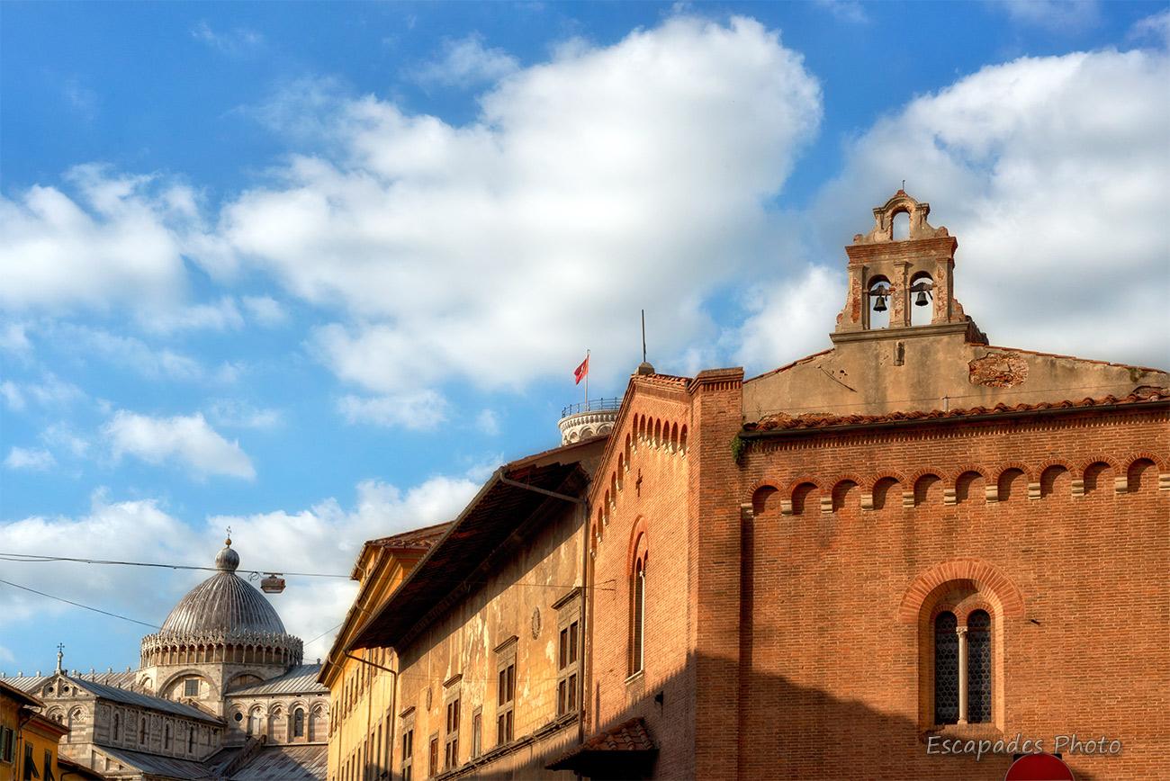 Une brique d'Italie sous la lumière pisane