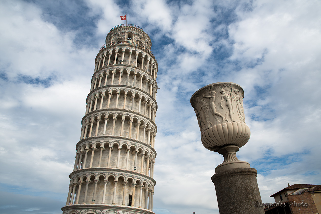 La tour-penchee de Pise défie les lois de l'équilibre
