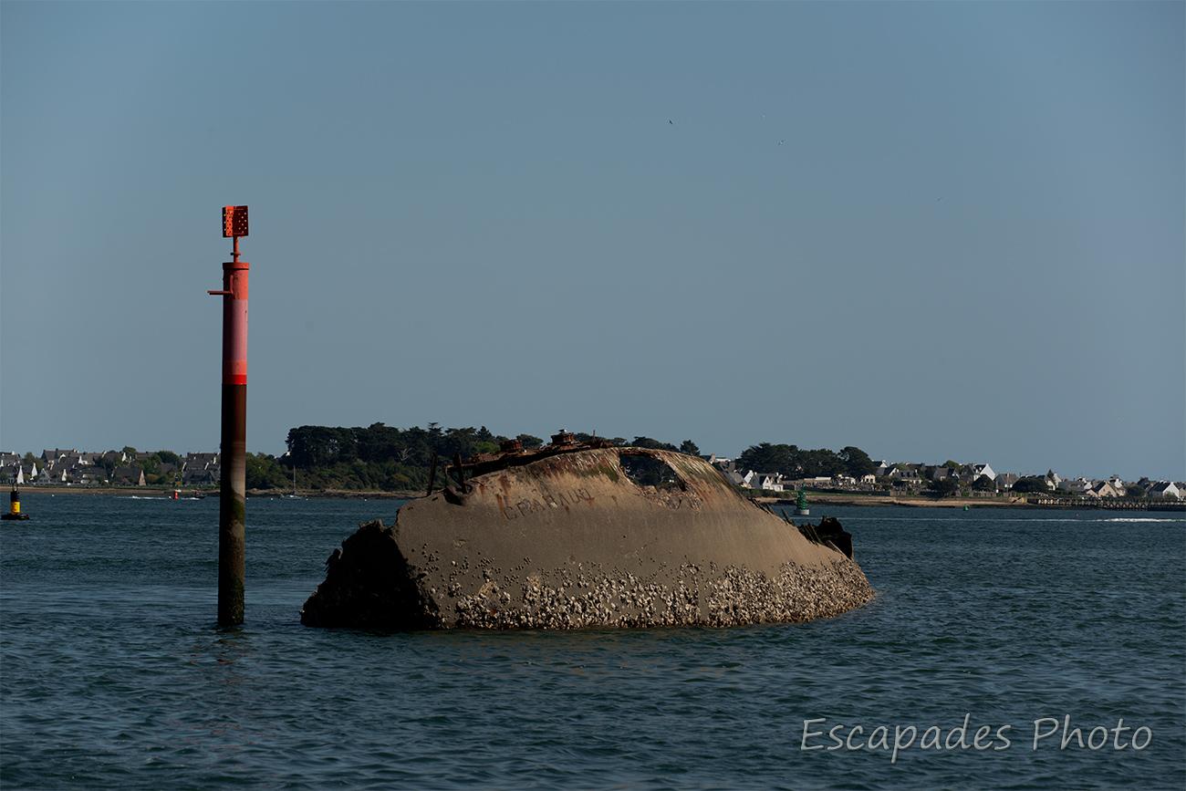 Epave du Crapaud à marée basse- Lorient Kéroman
