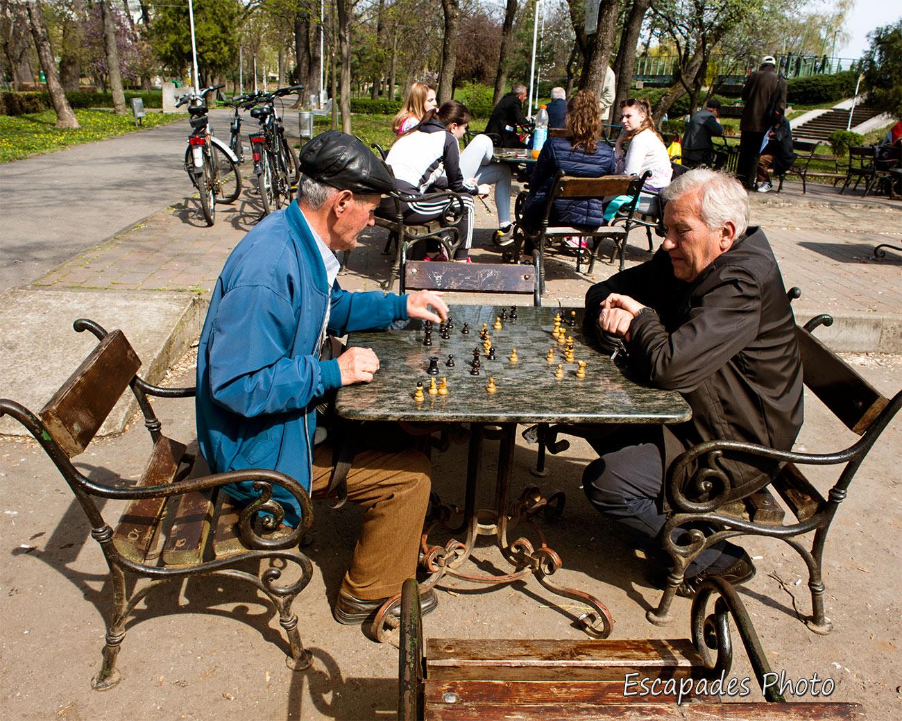 Arad - joueurs d'échecs au parc Copiilor