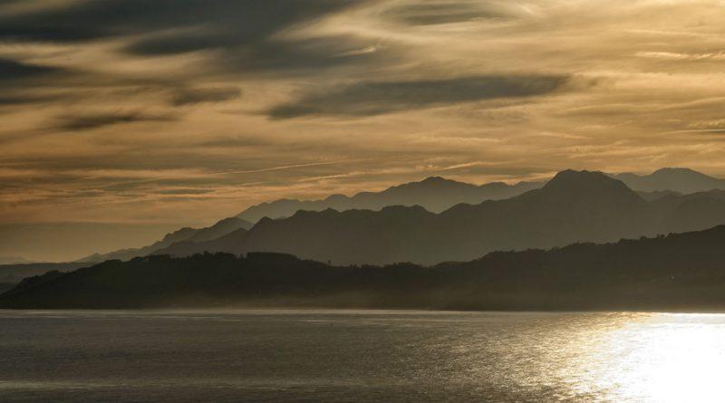 Baie de Lastres en Asturies - Chaîne de Sueve