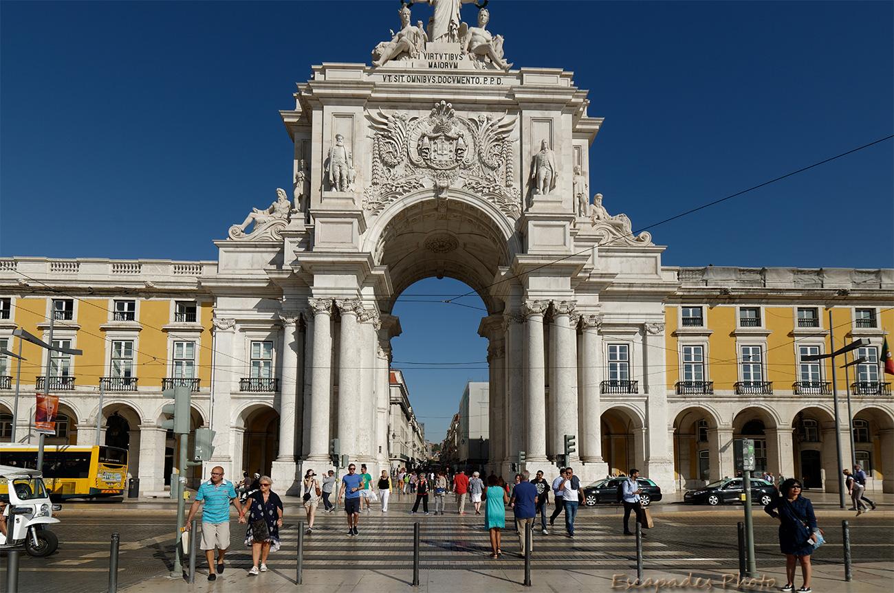 Praça do Comércio - Arc de triomphe et la rue Augusta