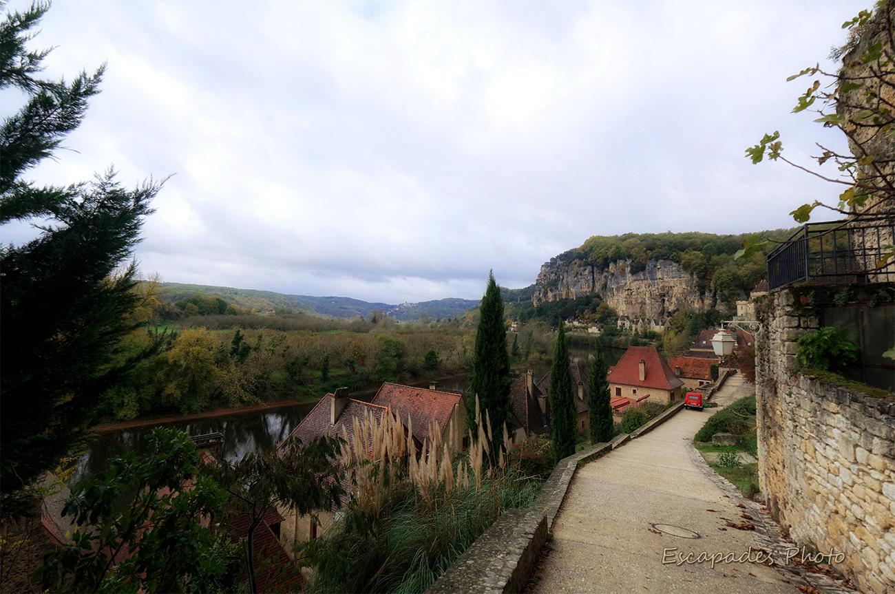 La Roque Cageac - Toitures, la Dordogne, les falaises