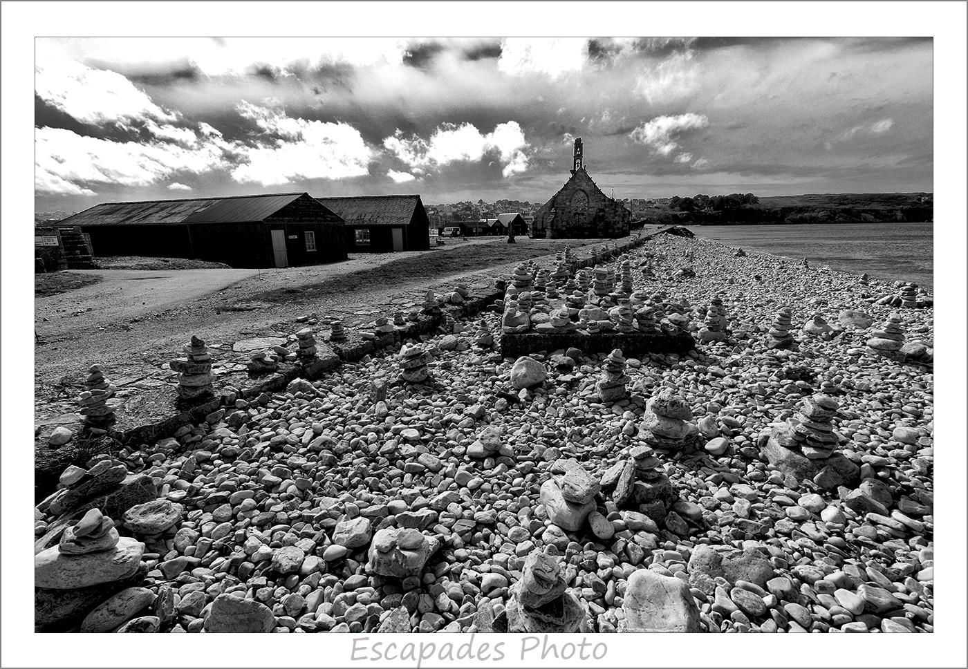 Galets et cairns sur le Sillon
