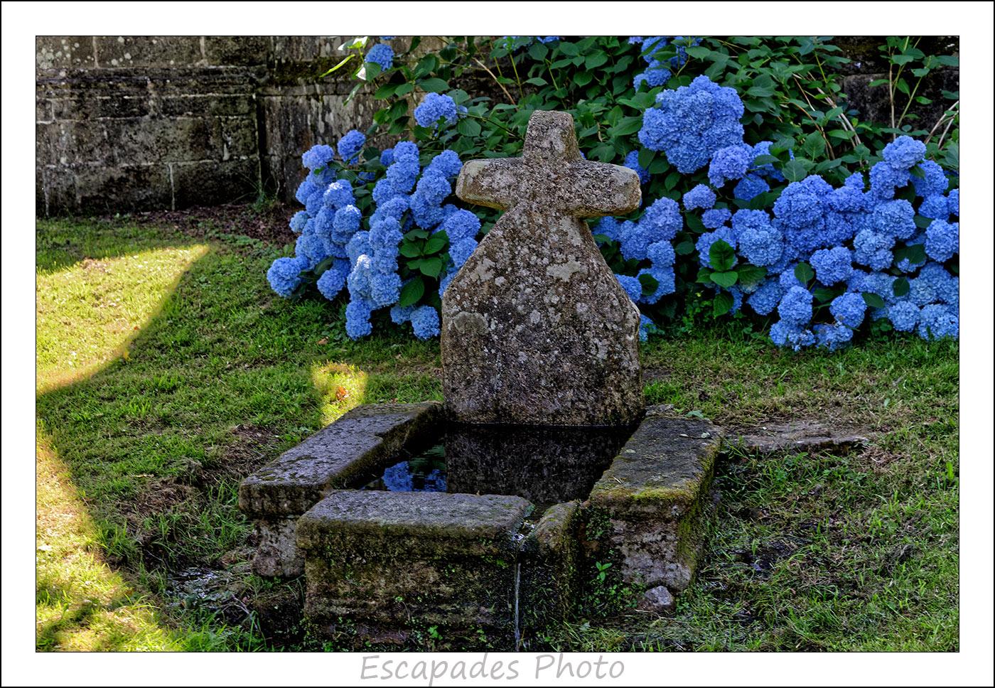 fontaine - chapelle de la Trinité à Lanvénégen